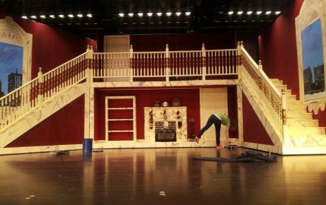 Behind the Scenes: Annie Crew Members Work to Make the Play Run Smoothly