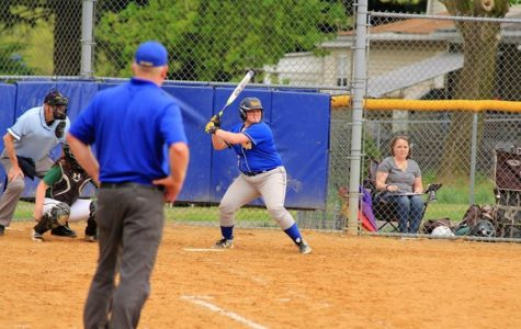 B-A softball sqeaks by with fifth straight win