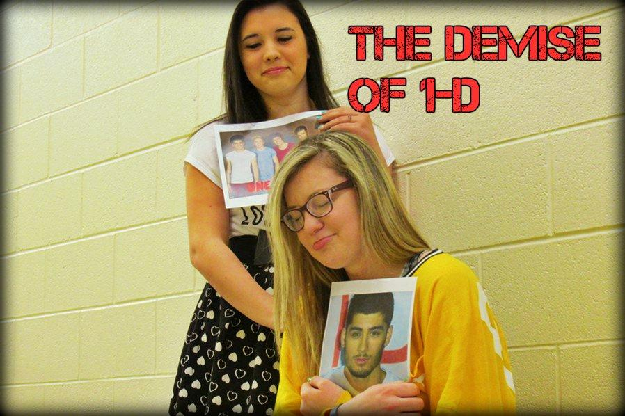 Sophomore Alexus Miller (standing) and junior Edyn Convery are two of the nations Directioners who were affected by the departure of Zayn Malik, though not to the extent of many teens.