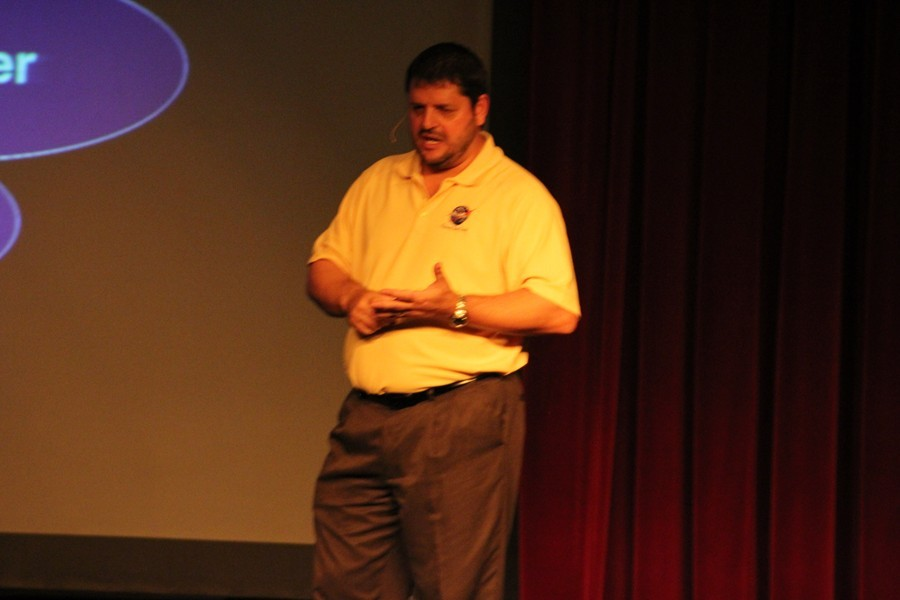 Jeff Angermeier talks to high school students.