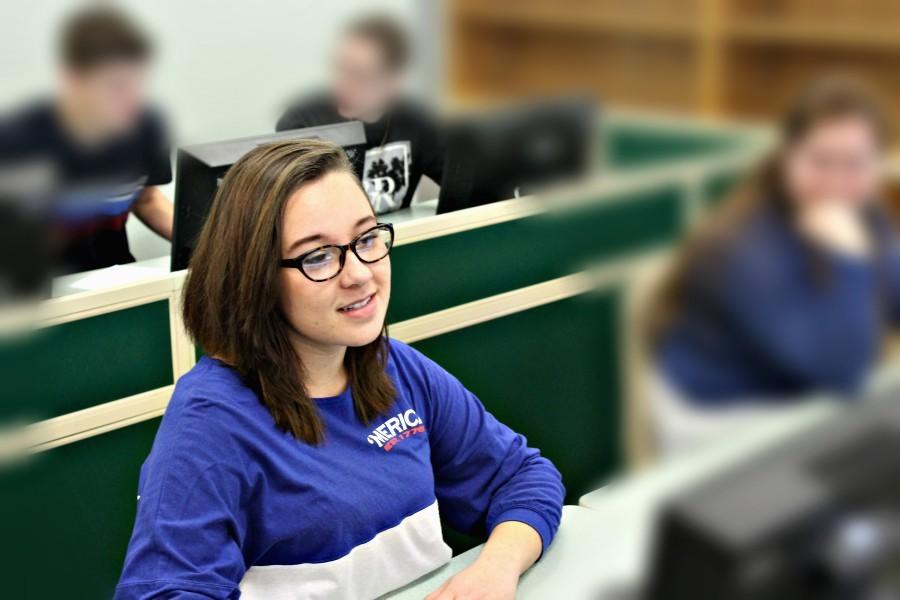 Hannah+Hornberger+works+at+a+computer.