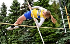 Gerwert, Davis advance at District 6 track meet