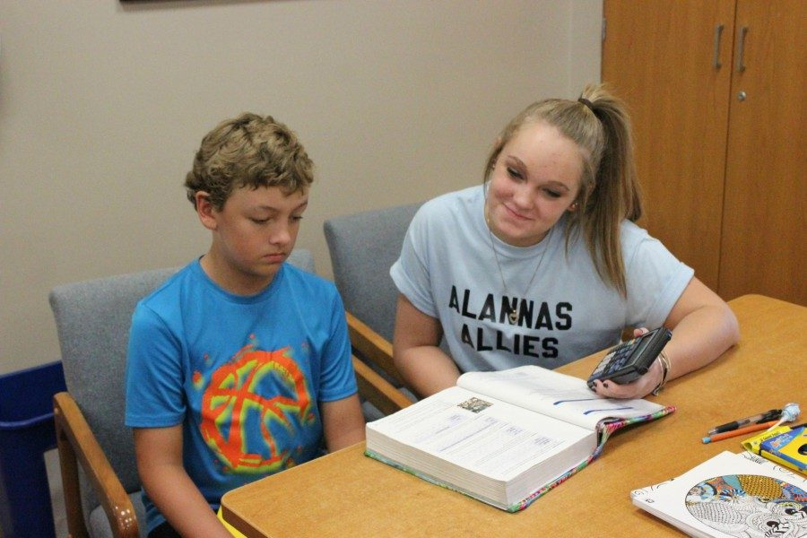 Junior+Lexi+Gerwert+helps+middle-schooler+Mike+Hostler+with+math.