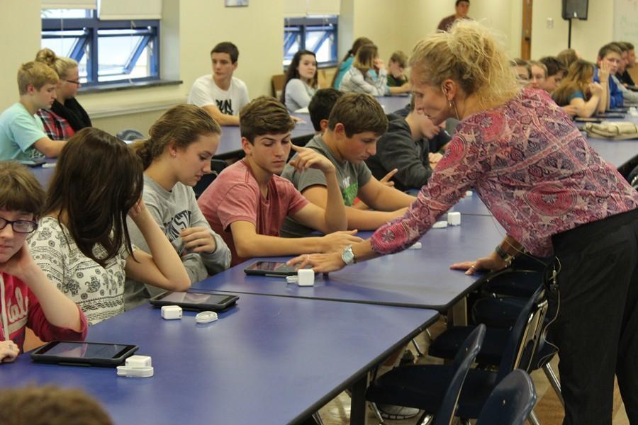 Ms. Forshey assists Bella Kies at a grade-level iPad launch meeting.