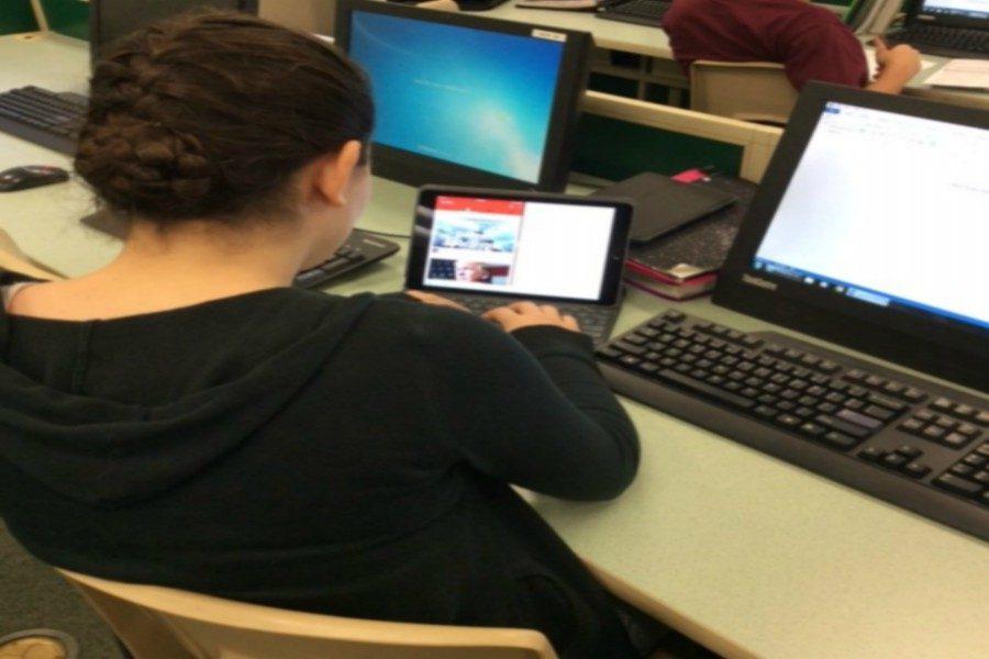 Students+often+multitask+between+school+and+social+media.