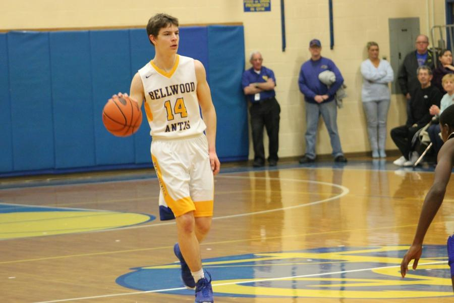 Joe Padula scored 18 to help Bellwood-Antis stave off a late surge against Mount Union.