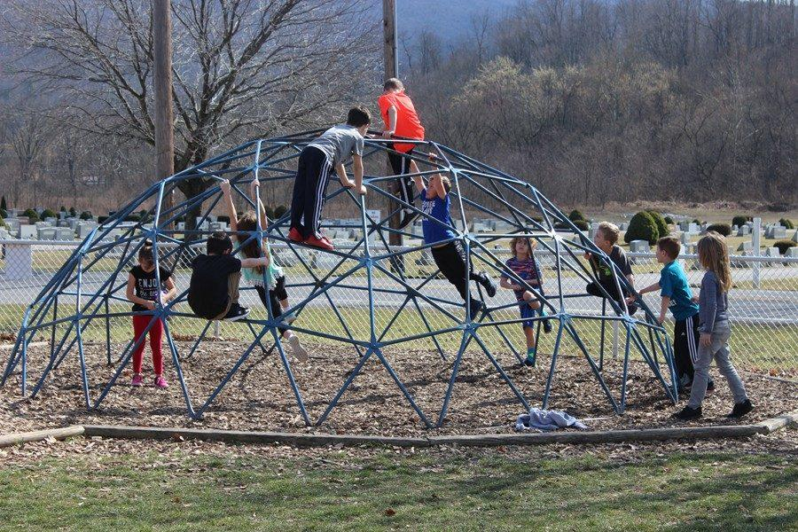 Children+at+Myers+play+at+recess+during+the+recent+February+heat+wave.