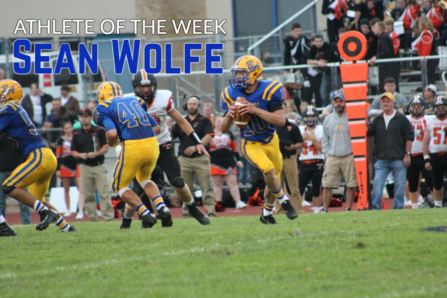 Shawn+Wolfe+had+almost+200+yards+of+total+offense+against+Tyrone.
