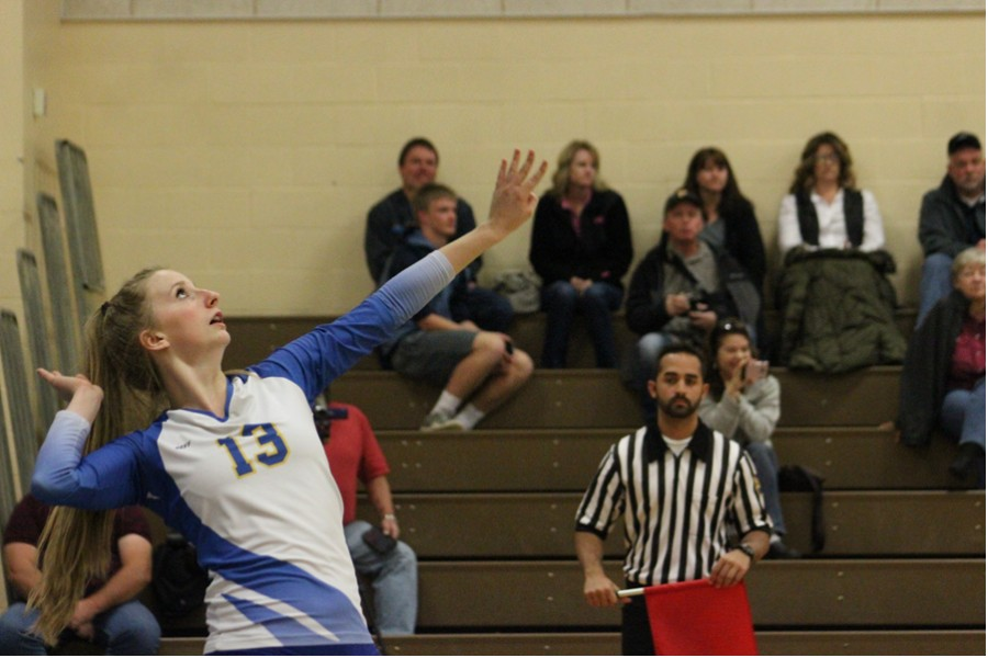 Alexis Parson serves the ball. (Olivia Stetter)