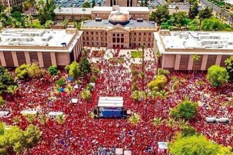 More+than+20%2C000+teachers+participated+in+the+Arizona+teacher%27s+walkout.
