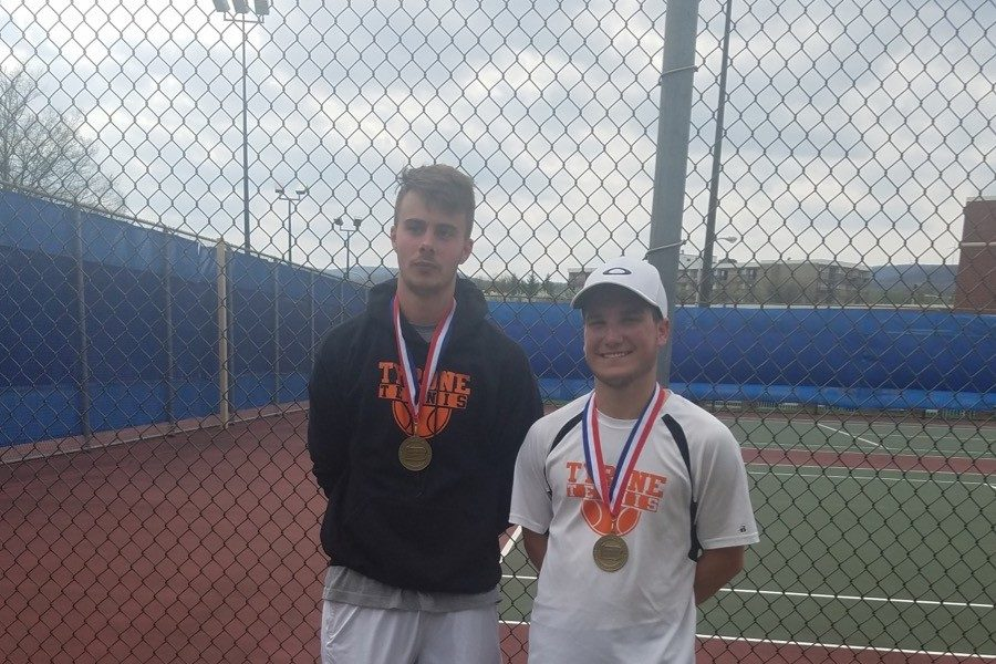 Paul Lemaire and Ethan Vipond pose with their medals after beating Richland