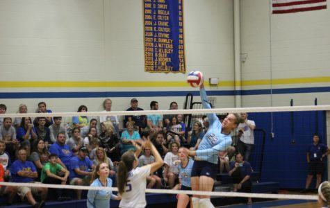 Volleyball team takes down Everett