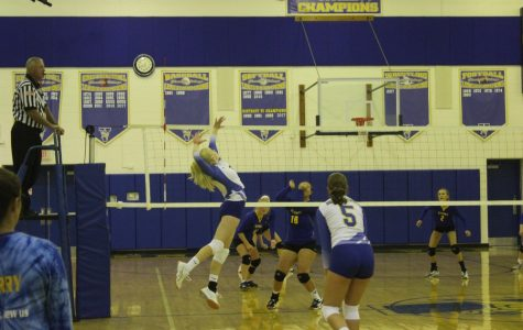 Lady Devil spikers open with win at Glendale