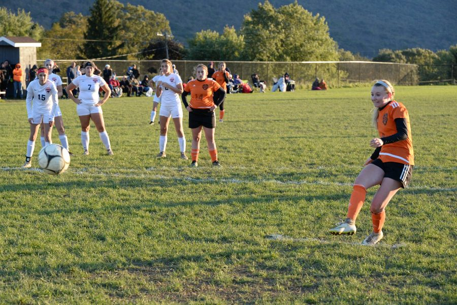 Riley D'Angelo breaks girls' soccer goal record