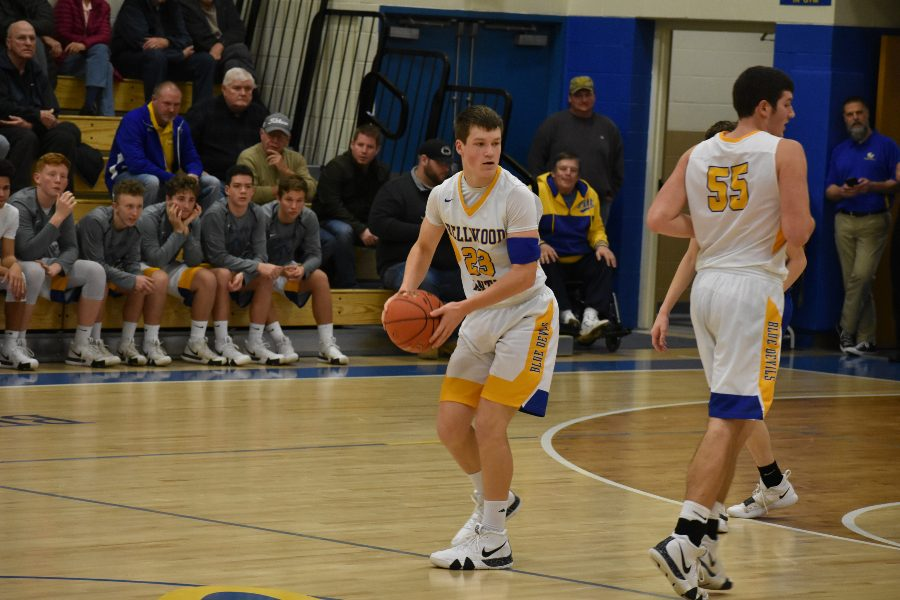 Zach Mallon looks to pass against Glendale.