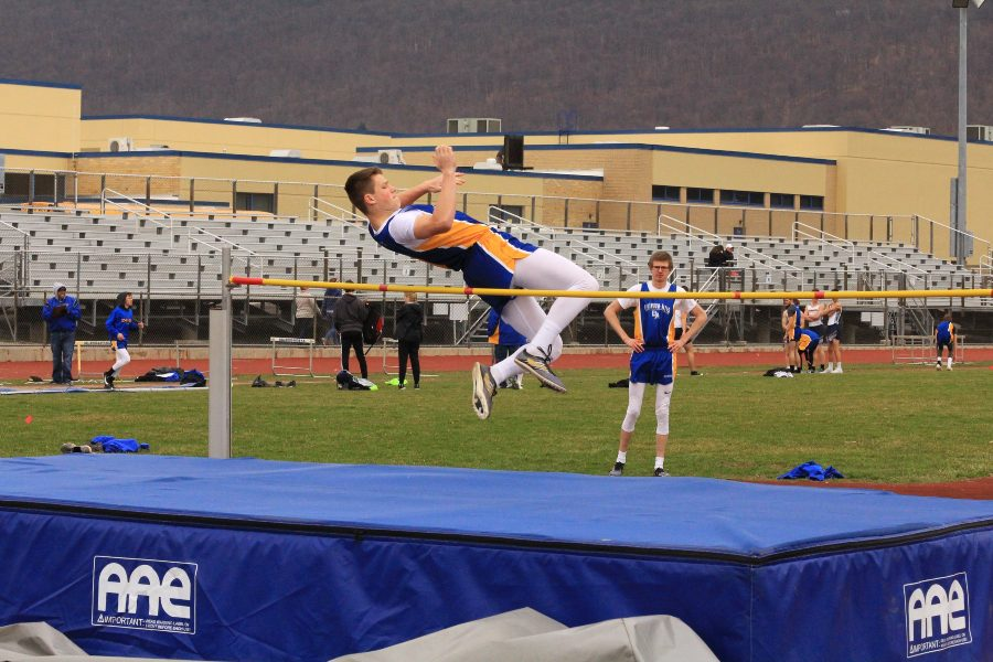 Zach+Mallon+earned+silver+in+the+high+jump+at+the+United+Invitational.