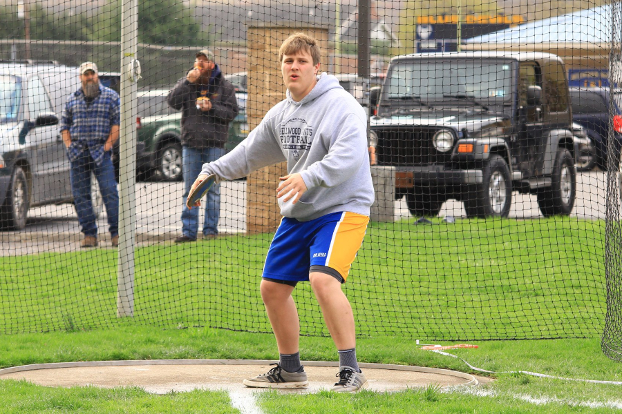 Joe Wertz prepares to throw the discus against Fannet Metal.