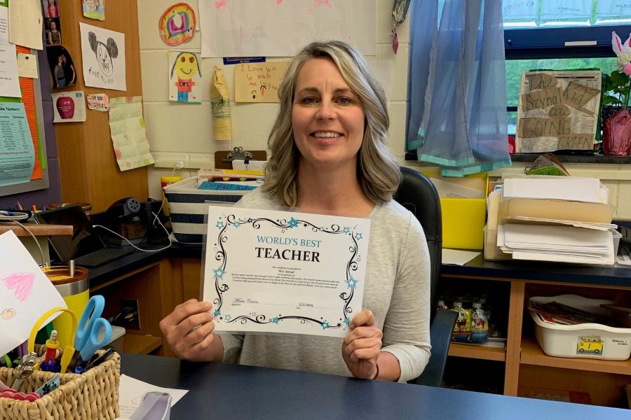 Mrs. Szynal received an appreciation certificate from Maria Cuevas during Teacher Appreciation Week.