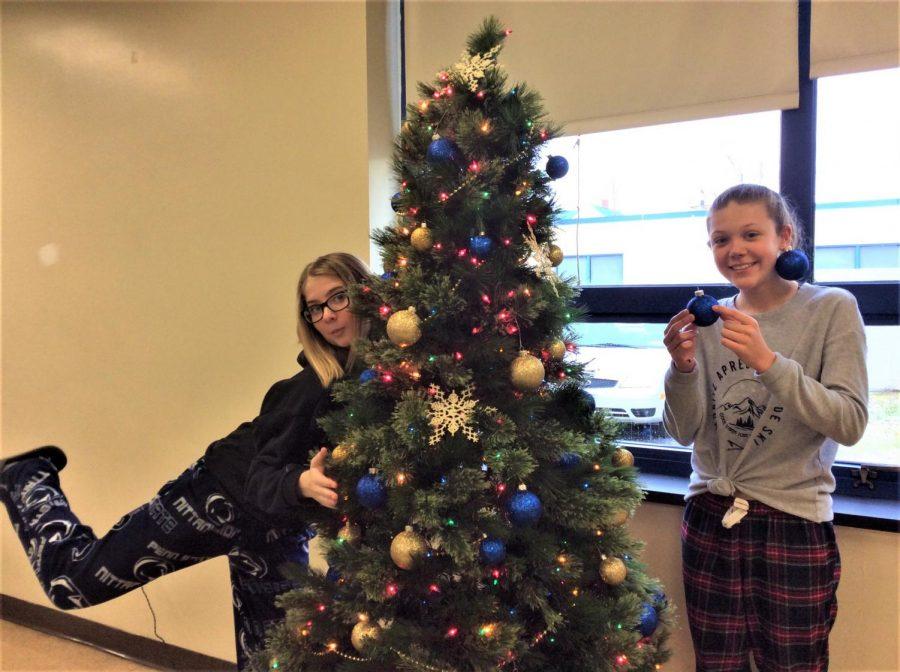 Chloe+and+Hannah+getting+into+the+Christmas+spirit.