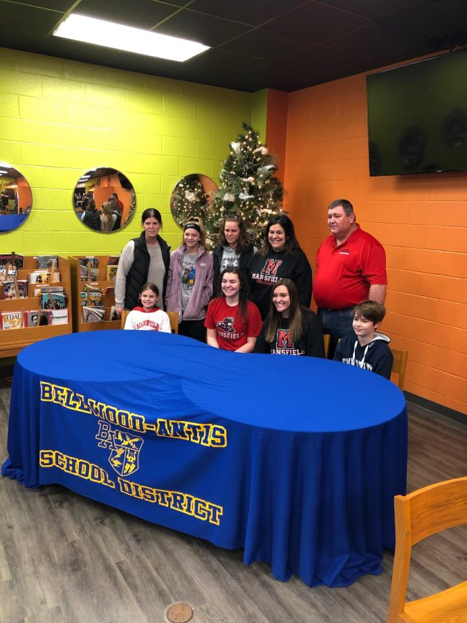 Emilie+Leidig+and+her+family+at+her+college+signing%3B+February+5%2C+2018.+%28Charlie+Burch%29